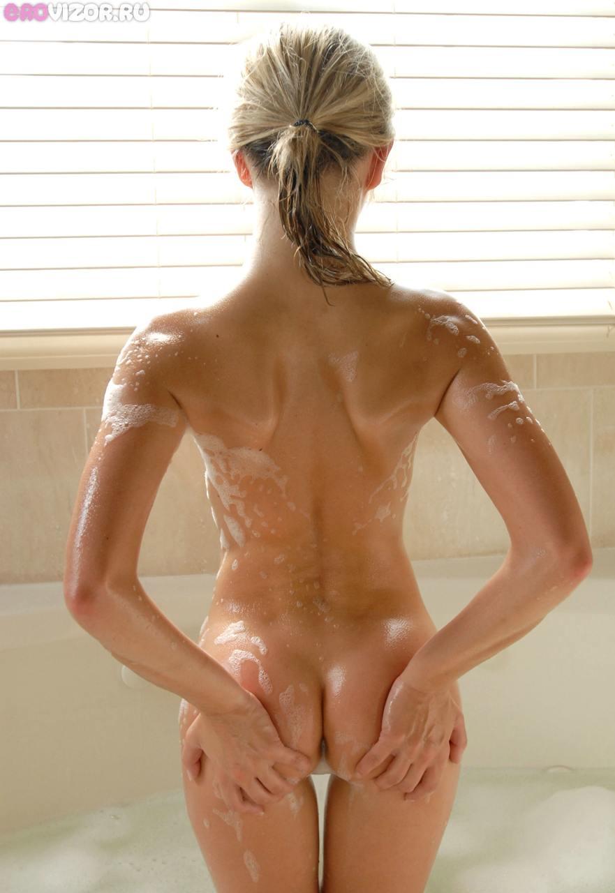 голышка в ванне