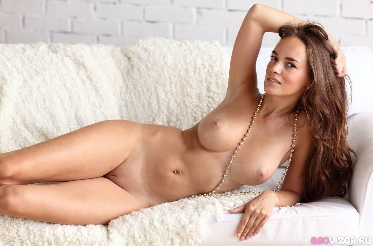 большая грудь и гладкая пися девушки