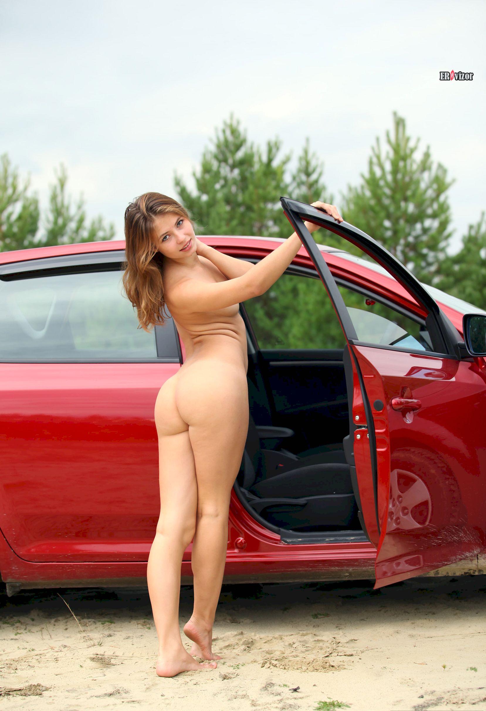 Viktoria-Aliko-with-Open-Pussy-in-Car-erovizor1 (13)