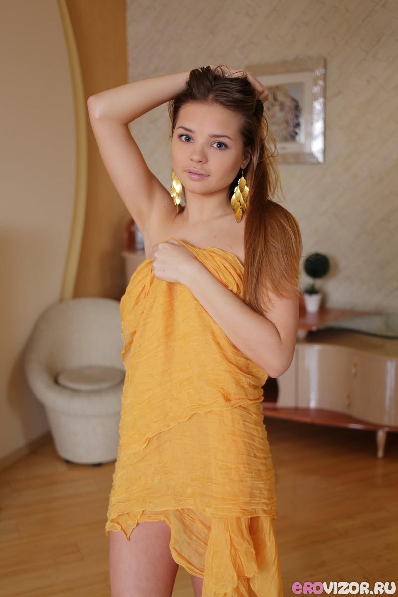 красивая эротика голой молодой девушки