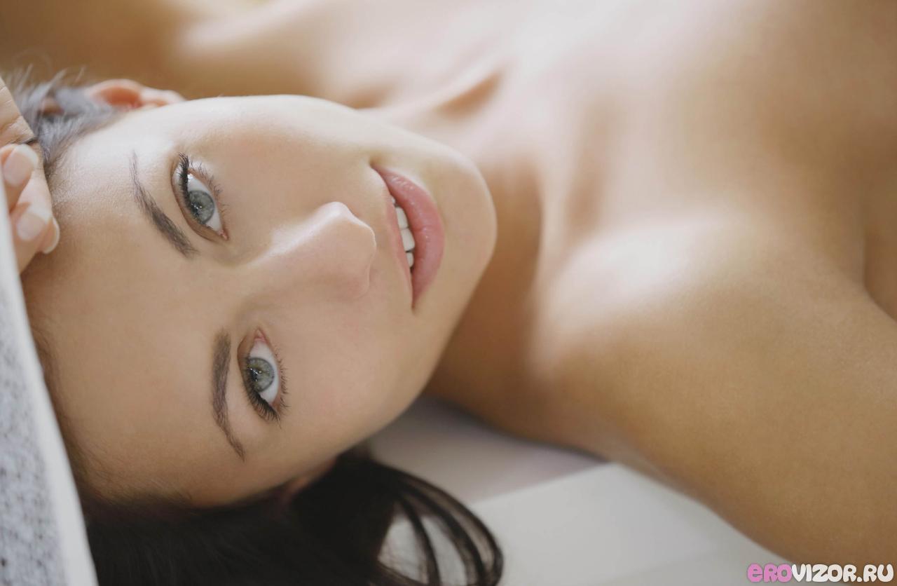 голая красивая девушка