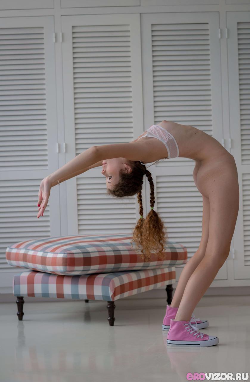 красивая голая рыжая девушка на фото