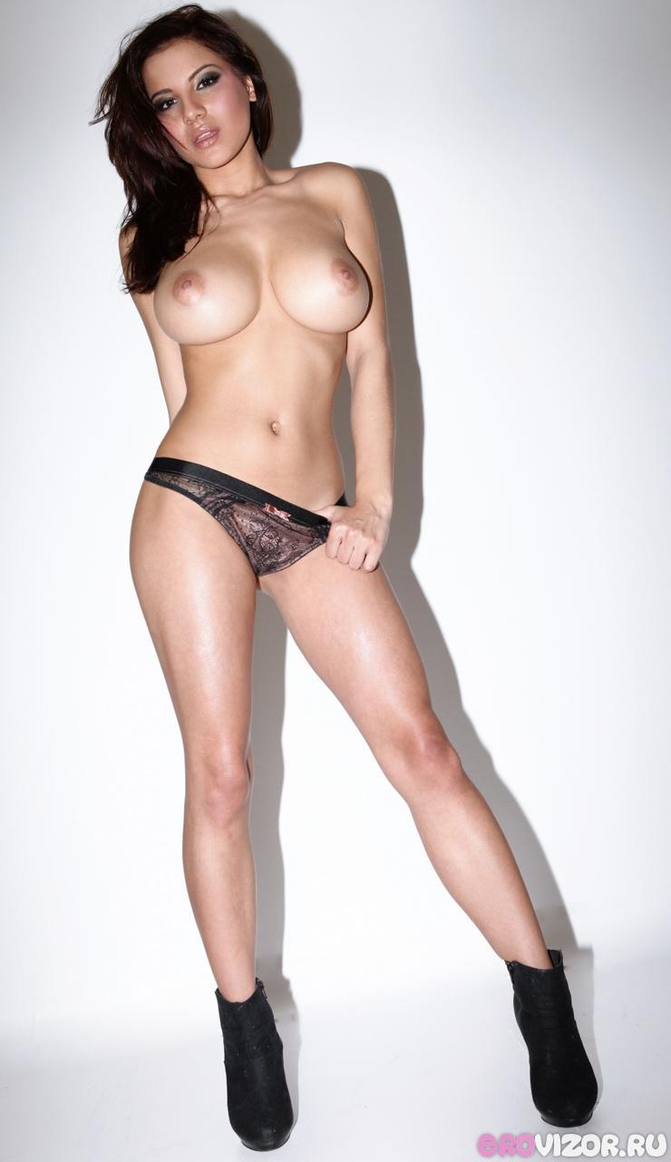 натуральная большая грудь девушки