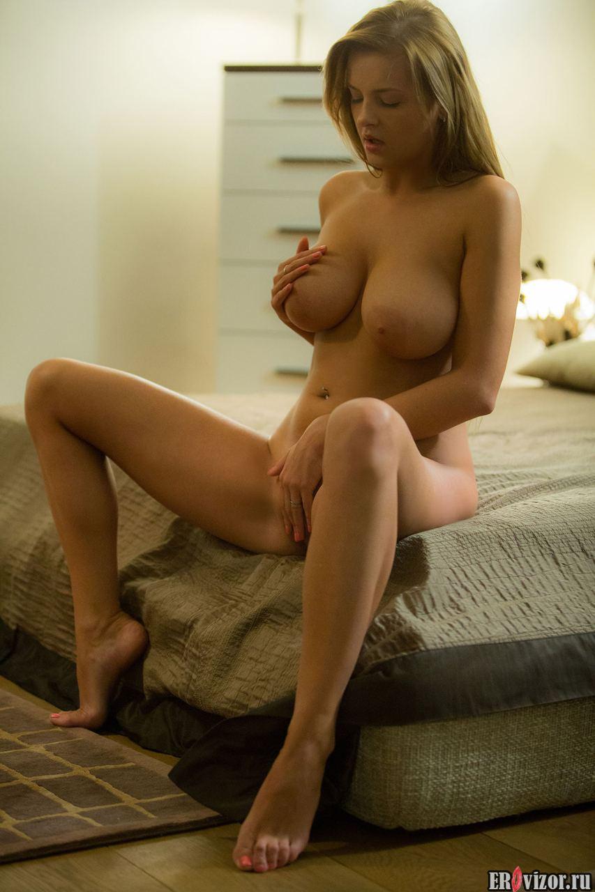 идеальная большая грудь девушки