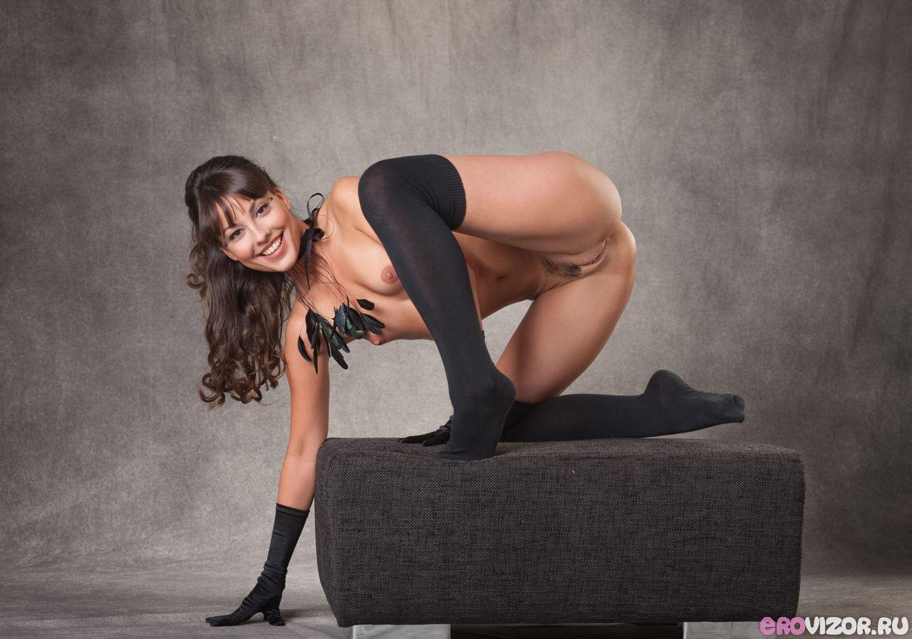 эротический фотосет красивой девушки в студии