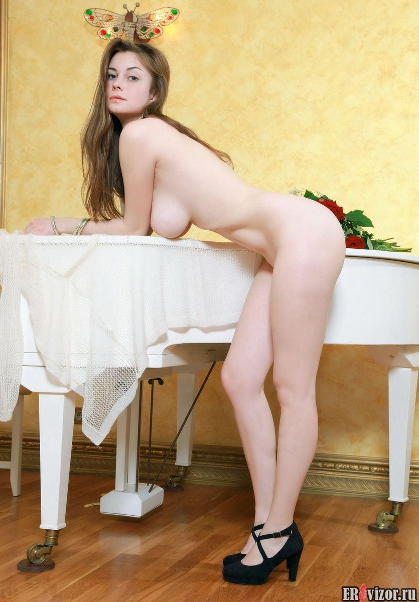девушка с округлыми формами