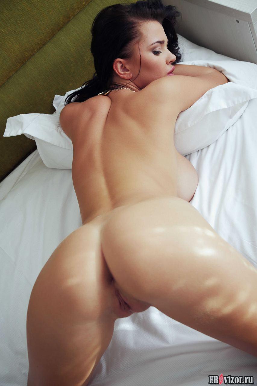 Sha-Rizel Big-Natural tits (1)