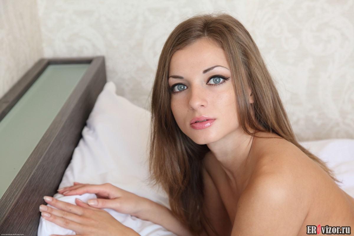 голая проститутка в ожидании секса