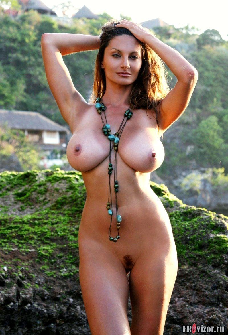 Фото большие женские груди 10. Большие сиськи. Голые девушки на фото и видео