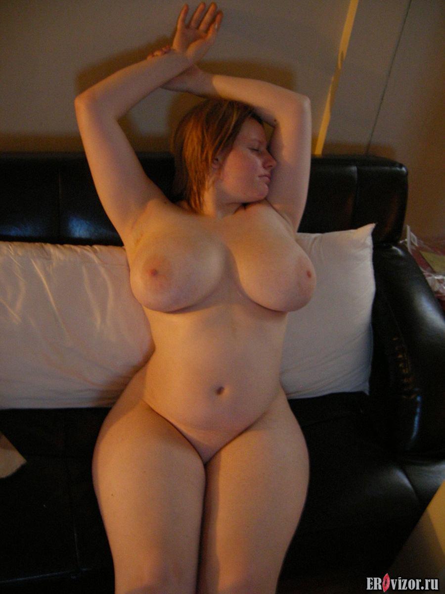голая девушка с большими сиськами