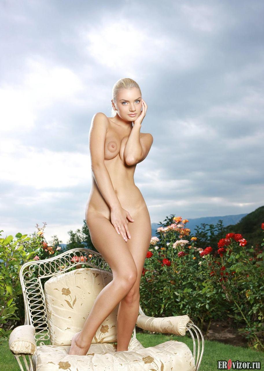 Приятные голые женские бедра (73 фото)