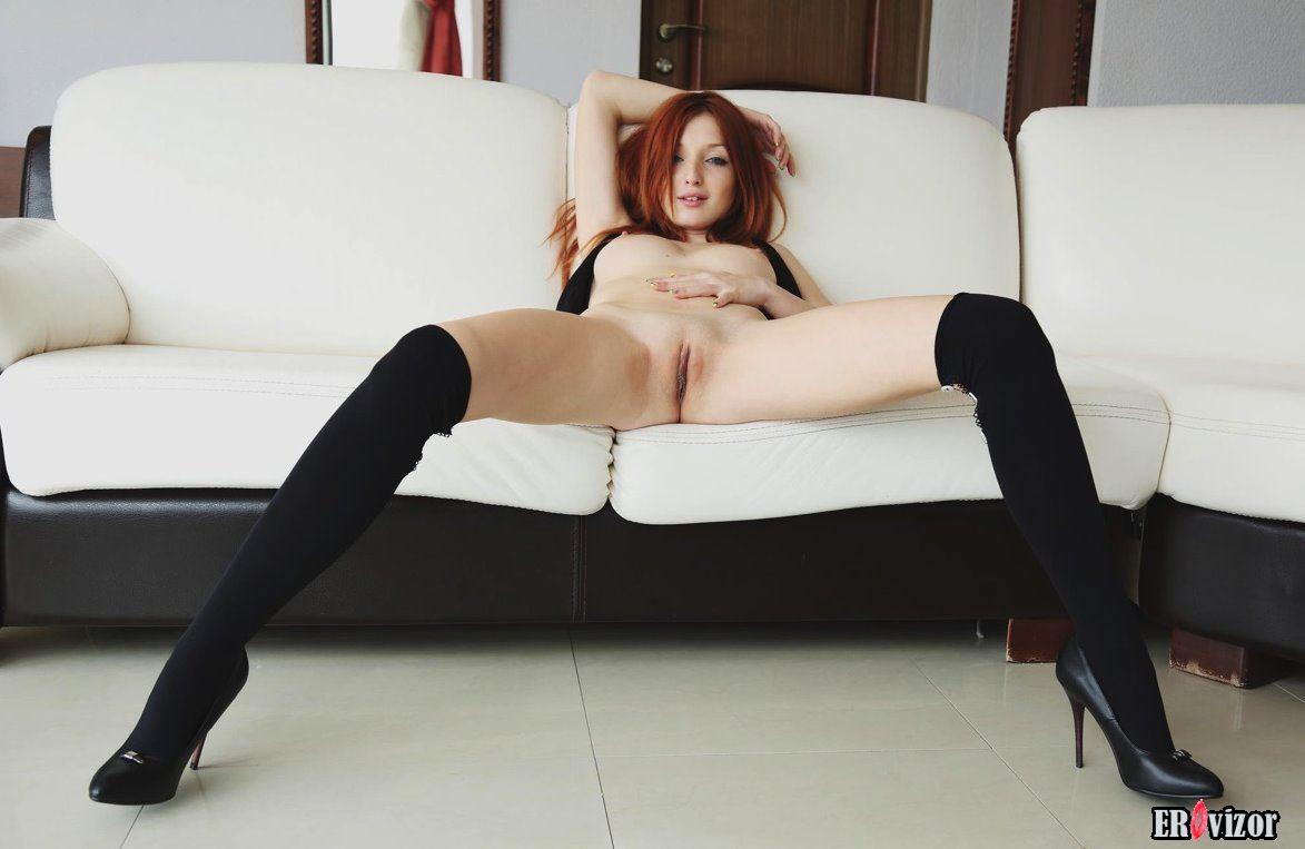 голые девушки на высоких каблуках фото 17