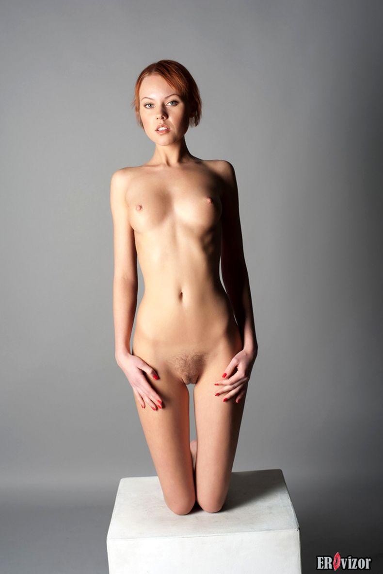 голая худенькая девушки на фото 9