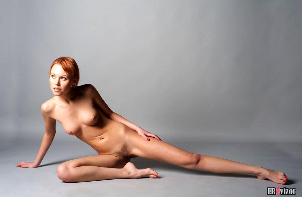 голая худенькая девушки на фото 13