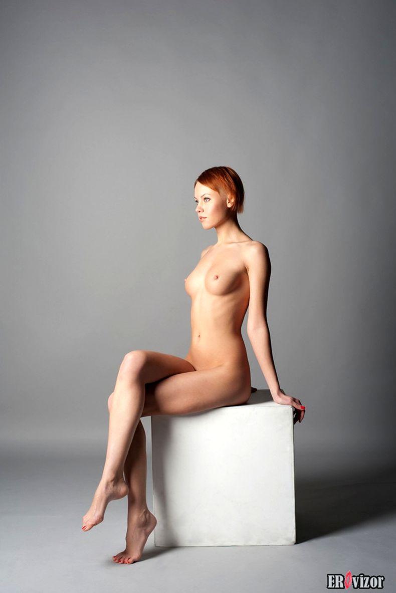голая худенькая девушки на фото 2