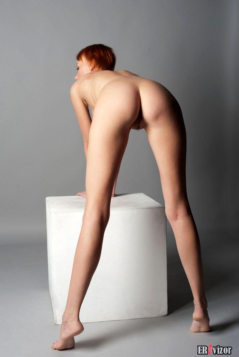 голая худенькая девушки на фото 6