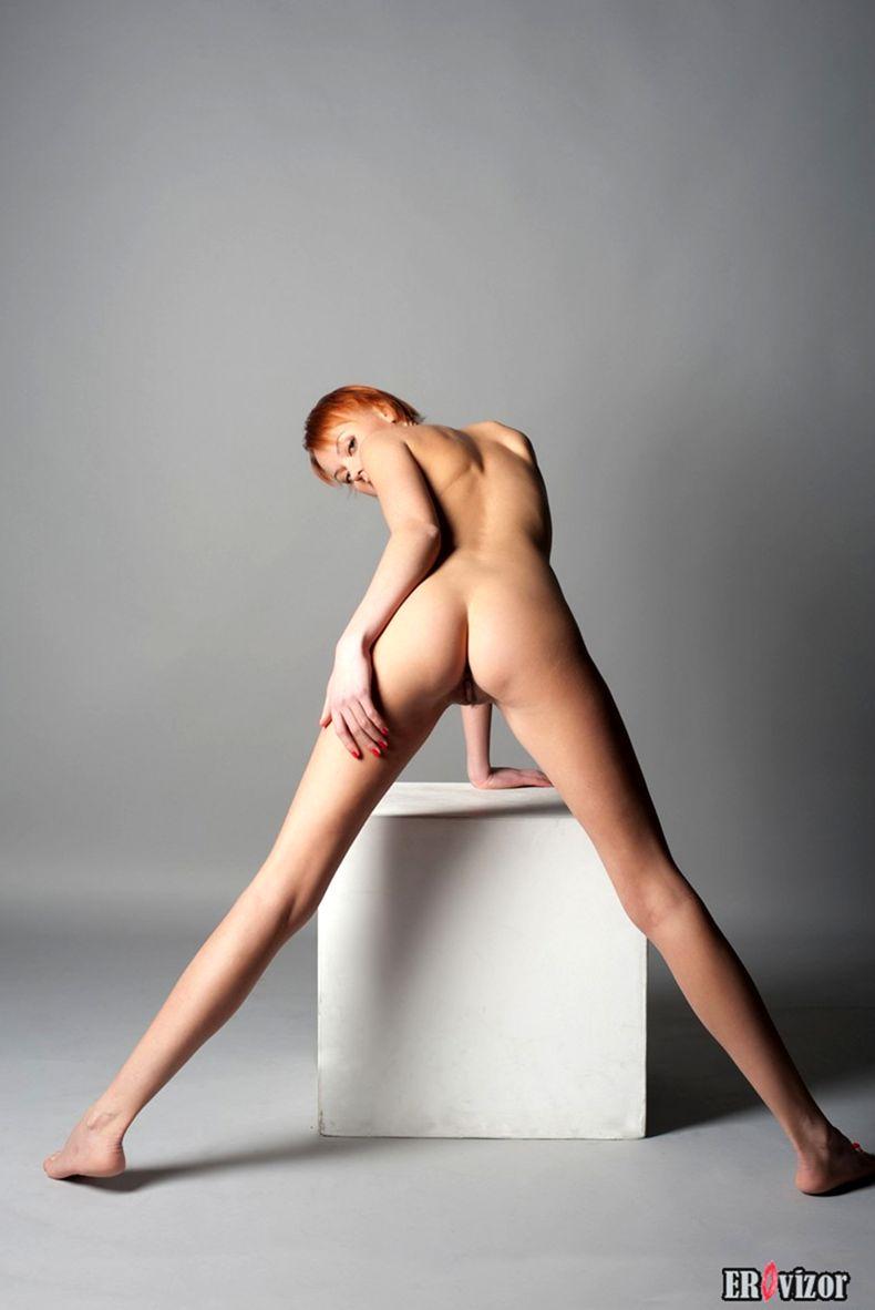 голая худенькая девушки на фото 14