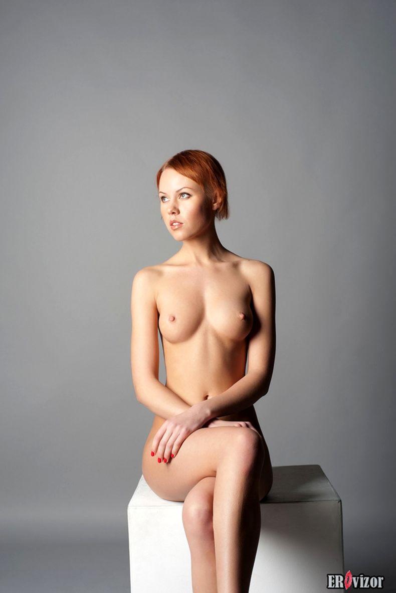 голая худенькая девушки на фото 1