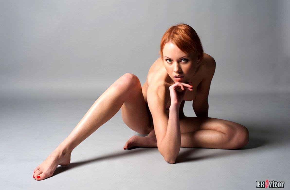 голая худенькая девушки на фото 15