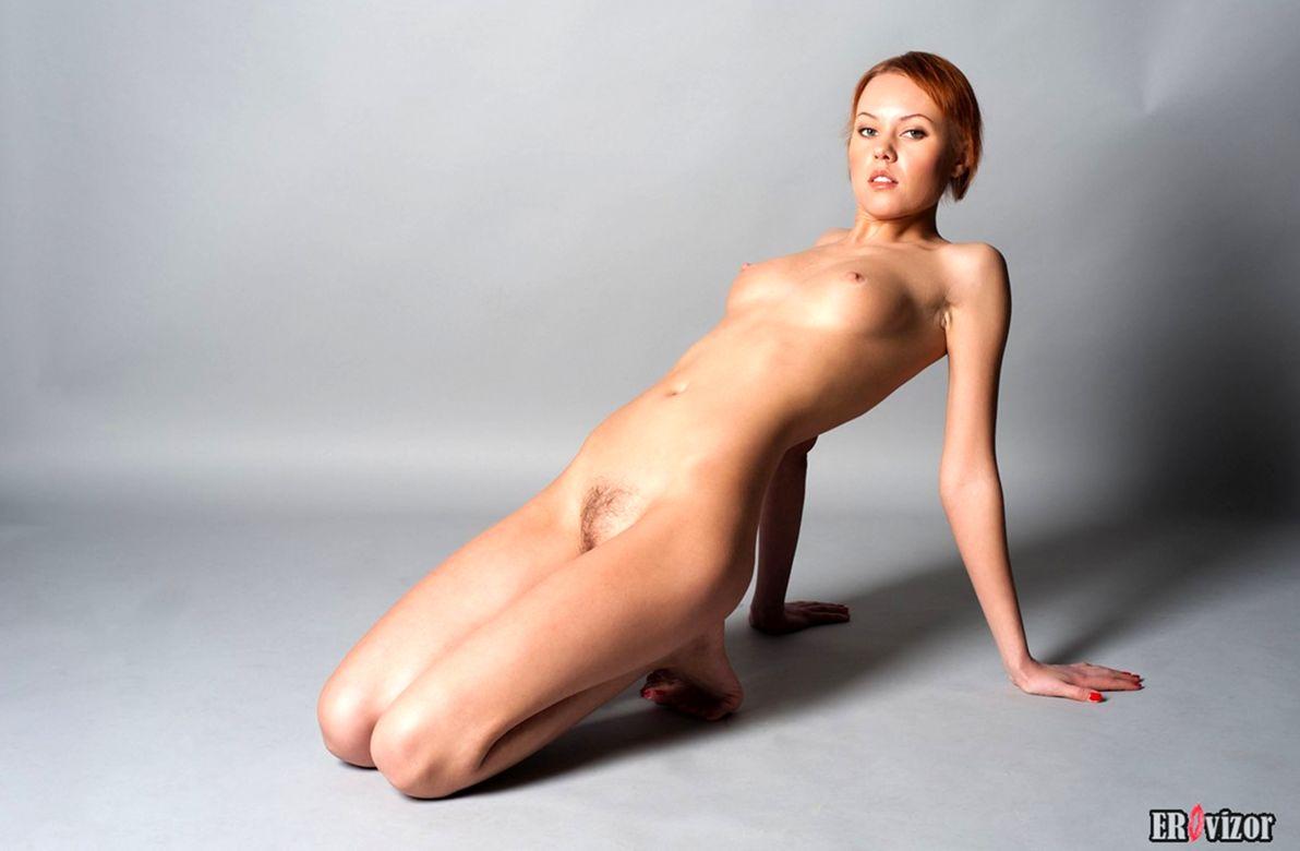 голая худенькая девушки на фото 19