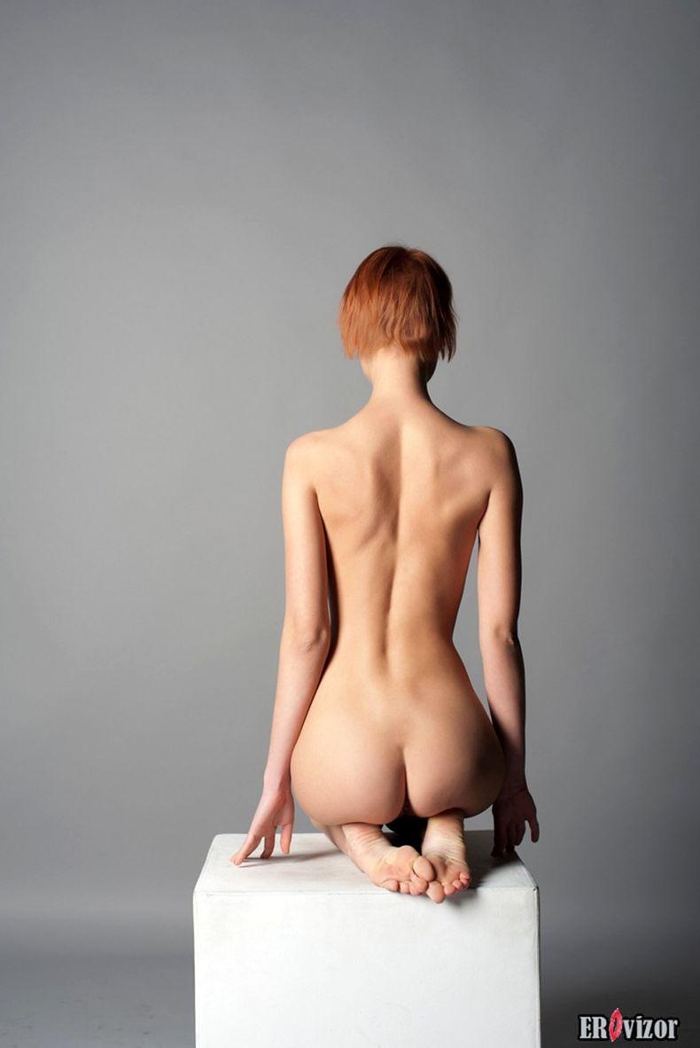 голая худенькая девушки на фото 7