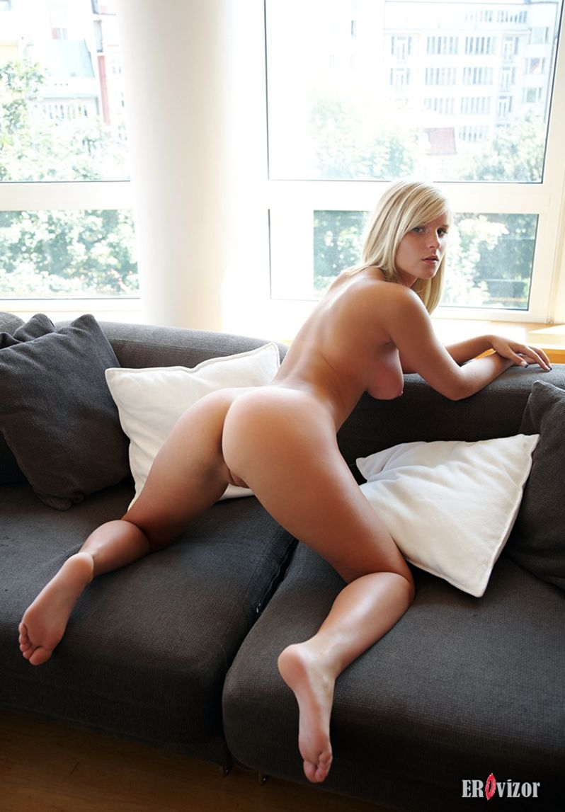 Marry-Queen-with-Plump-Pussy (11)