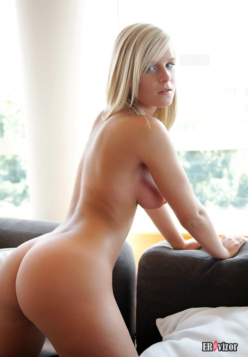 Marry-Queen-with-Plump-Pussy (8)