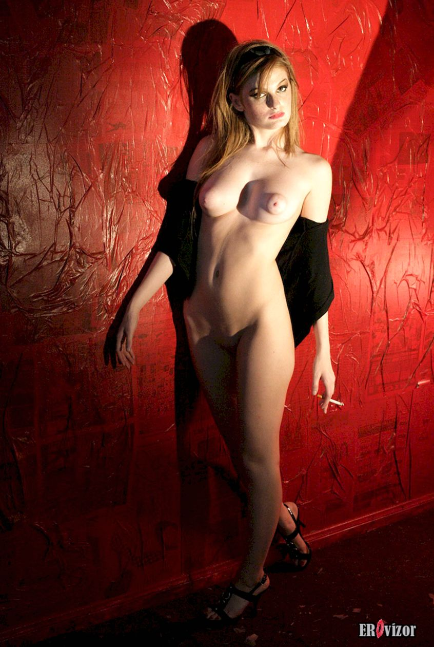 девушка с большими сосками. Фото 9