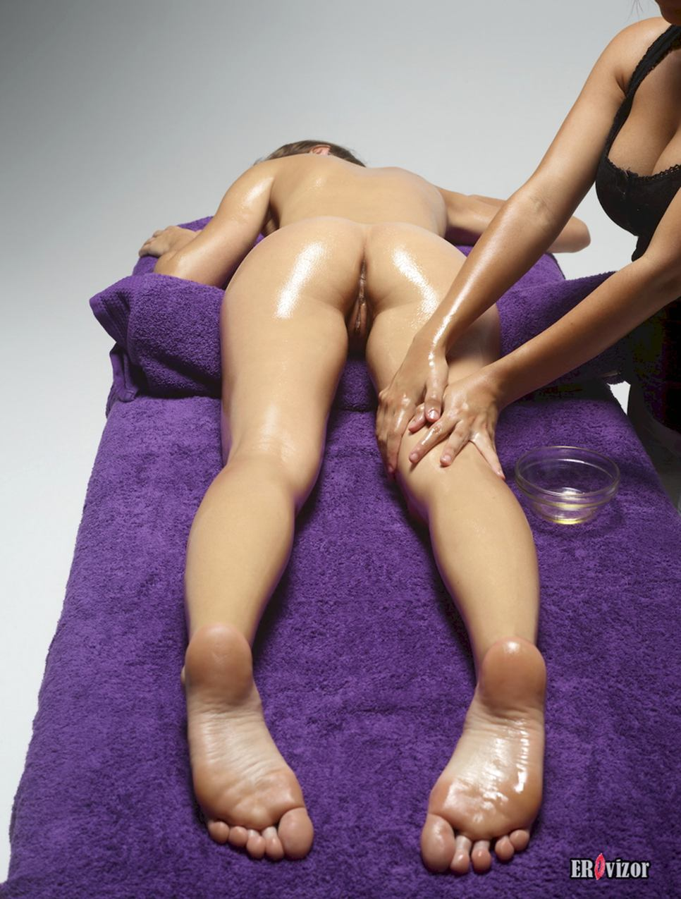 massage naked girl pussy (19)