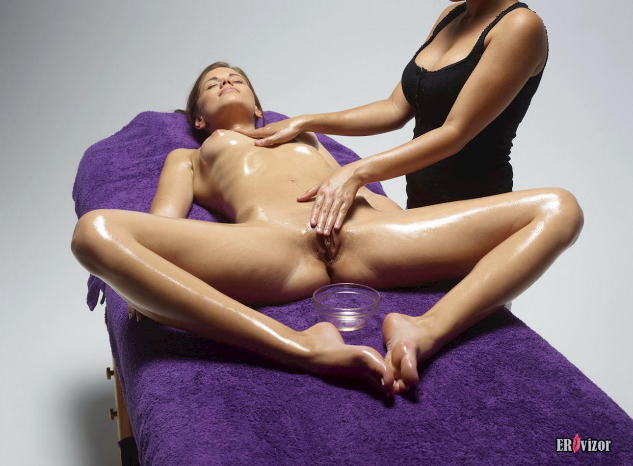 massage naked girl pussy (8)