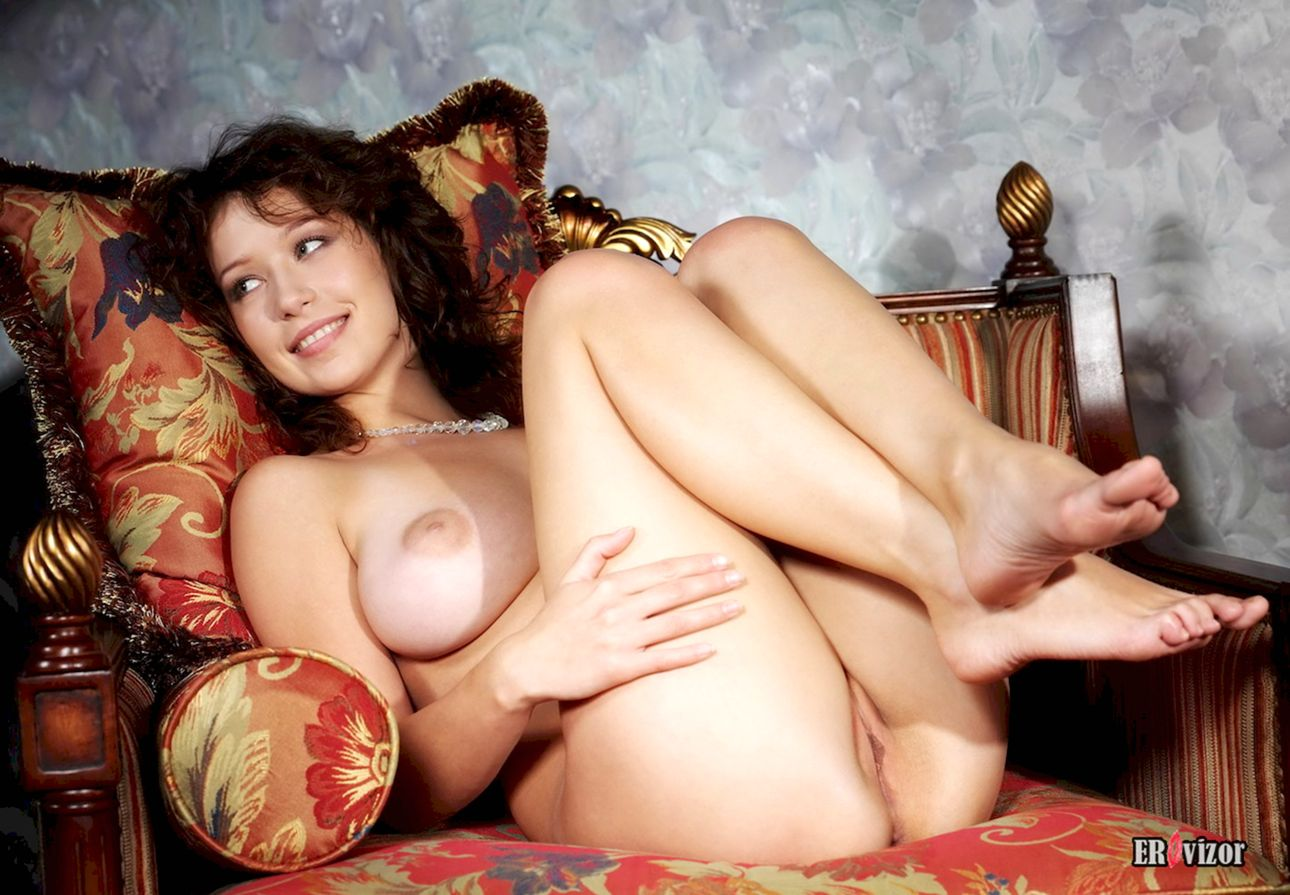 Busty-Veronika-with-Plump-Pussy (15)