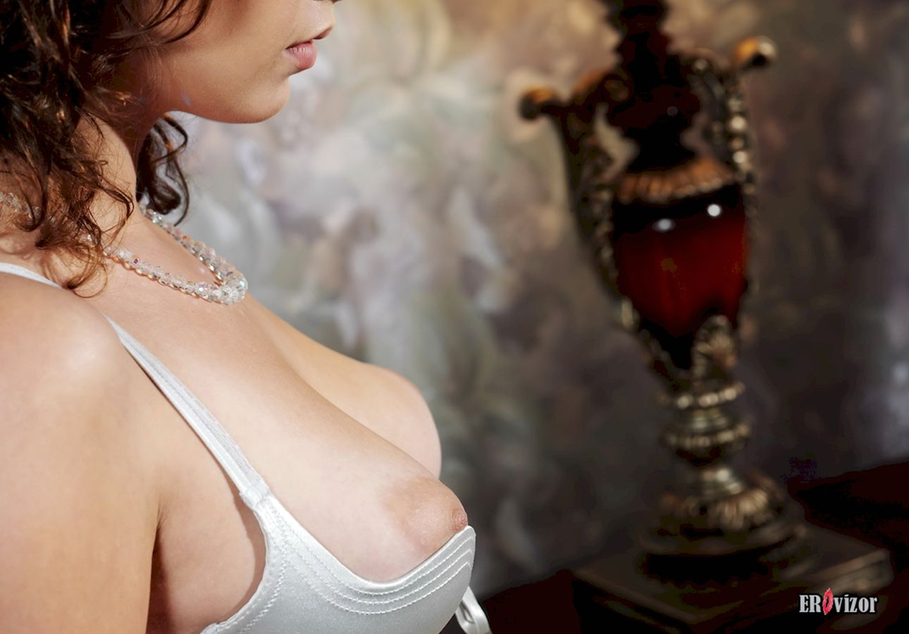Busty-Veronika-with-Plump-Pussy (4)