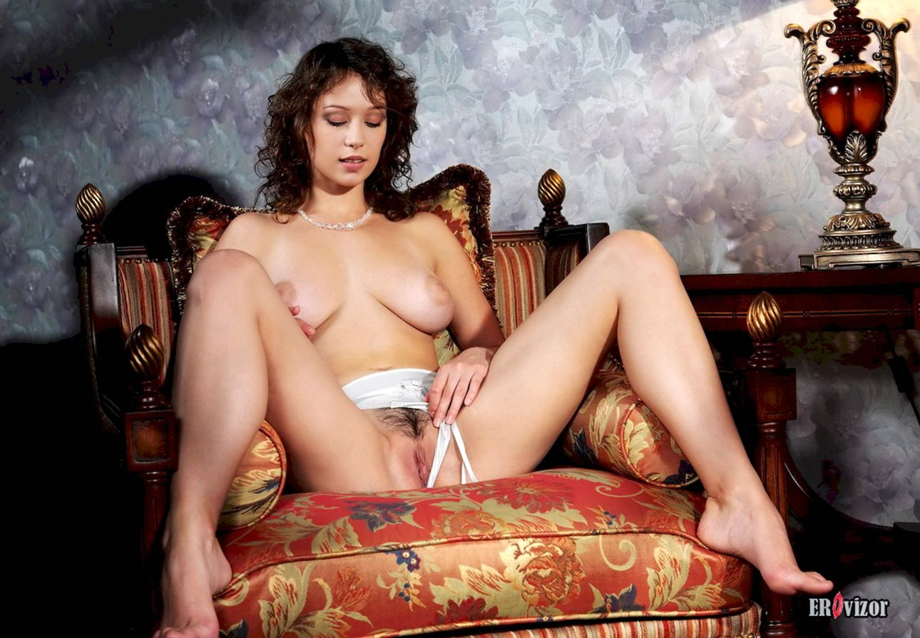 Busty-Veronika-with-Plump-Pussy (7)