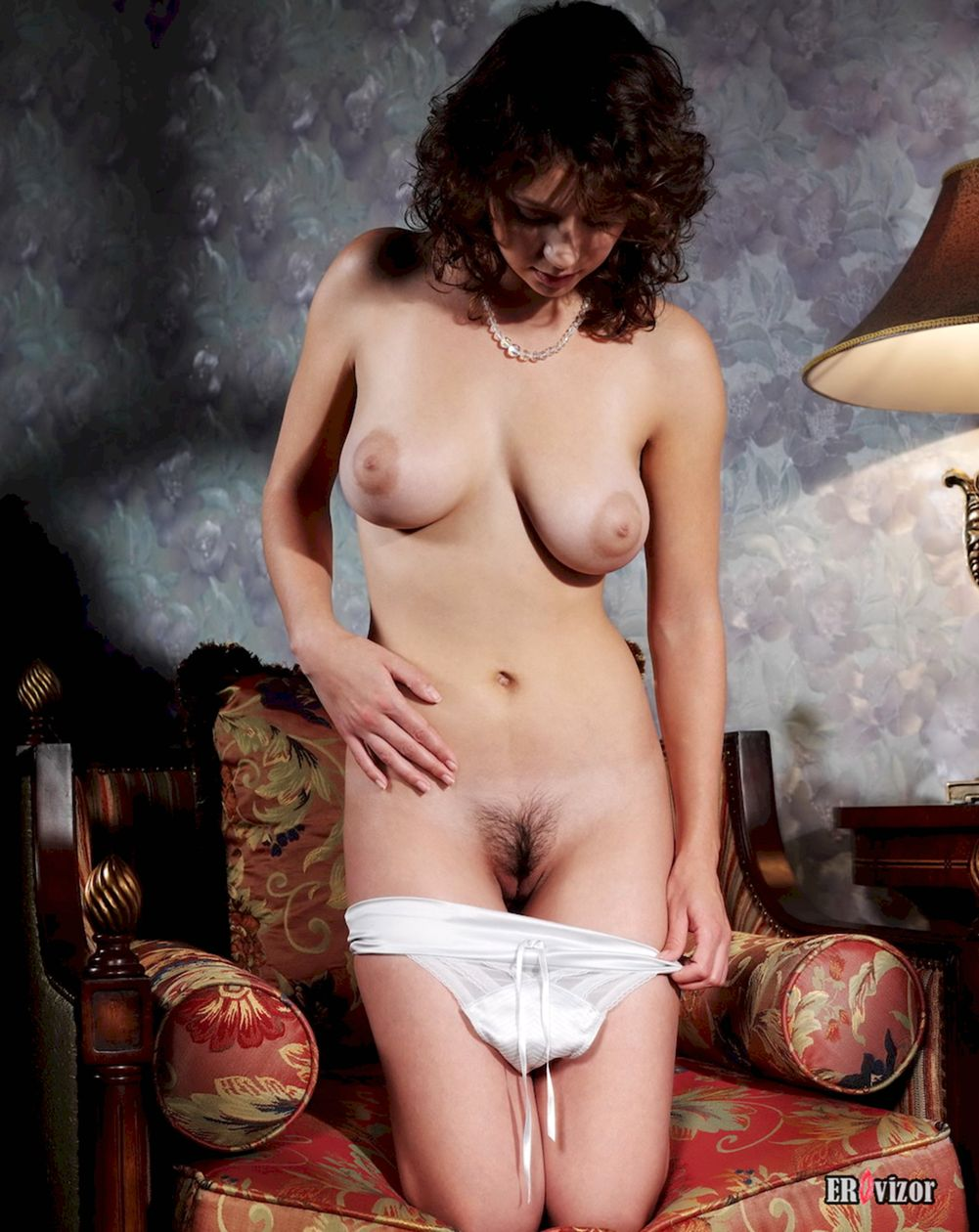 Busty-Veronika-with-Plump-Pussy (8)