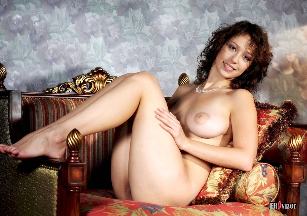Busty-Veronika-with-Plump-Pussy (9)