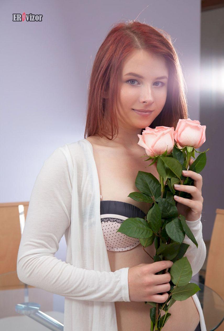 Хорошая голая пизда красивой девушки