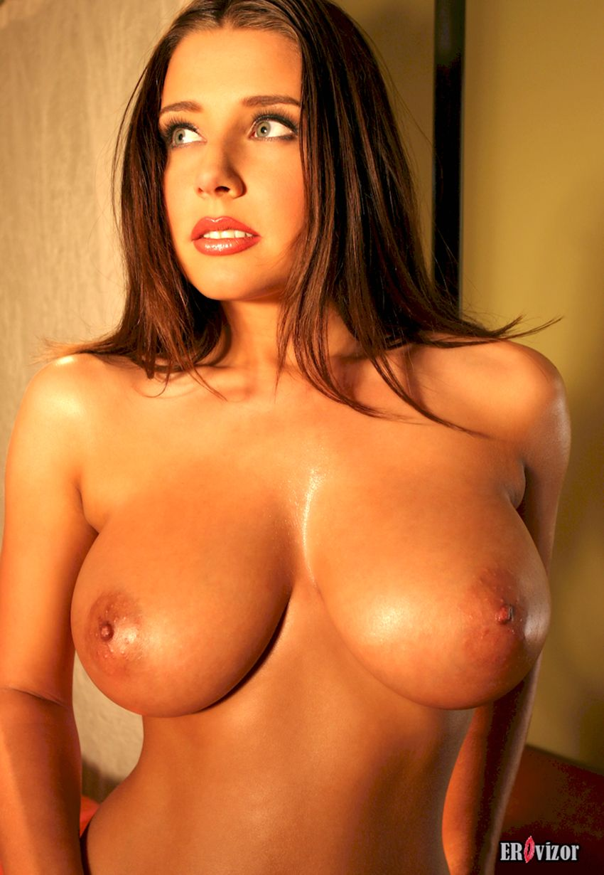Erica-Campbell-big tits girl (15)