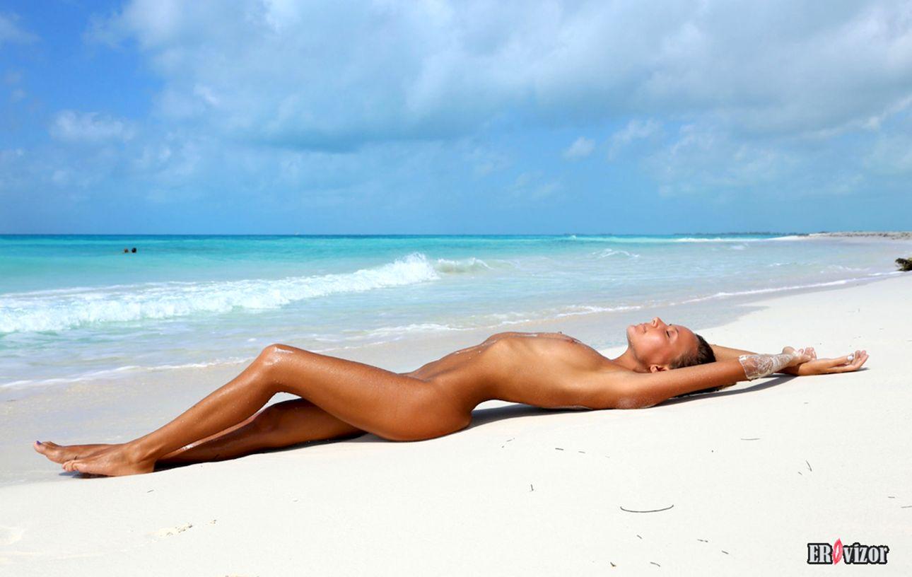 Mango-A plaj erotica golaja krasavica (12)