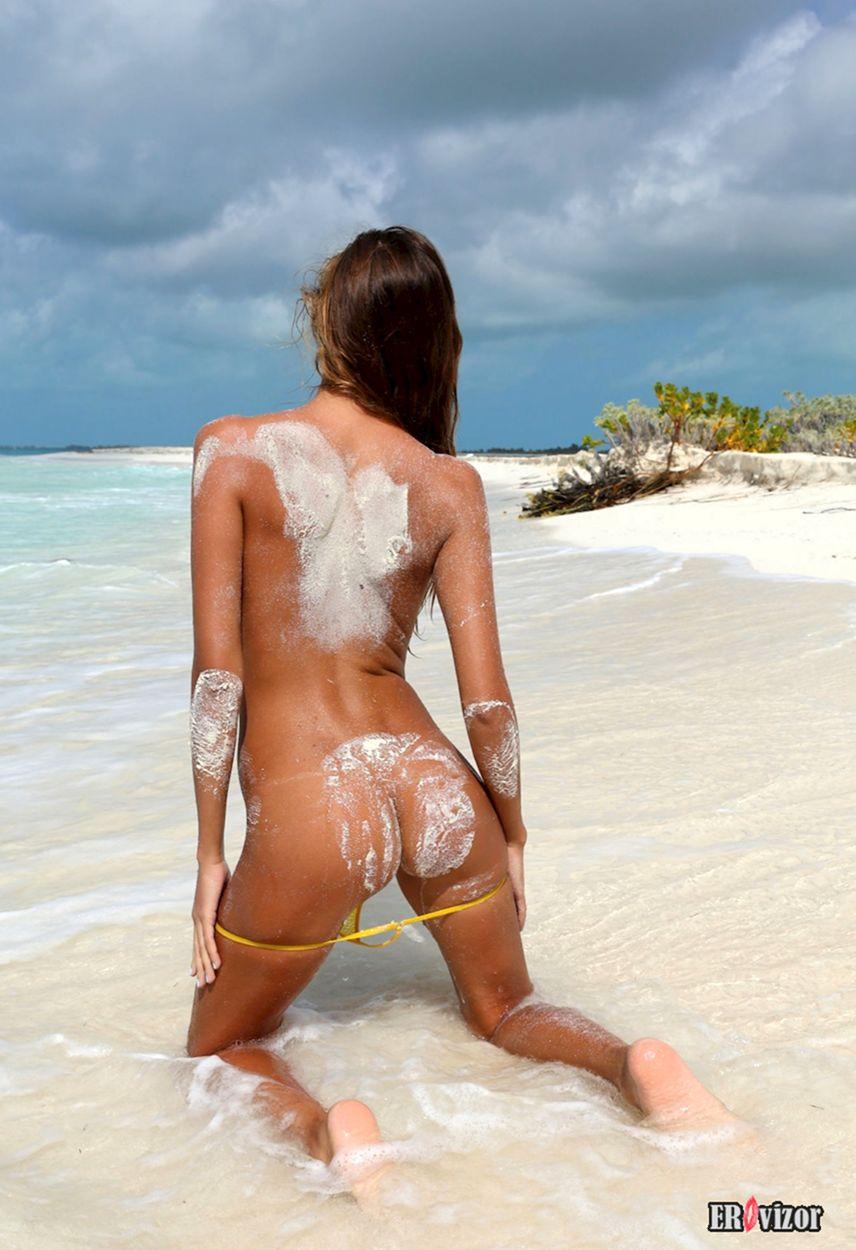 Mango-A plaj erotica golaja krasavica (3)