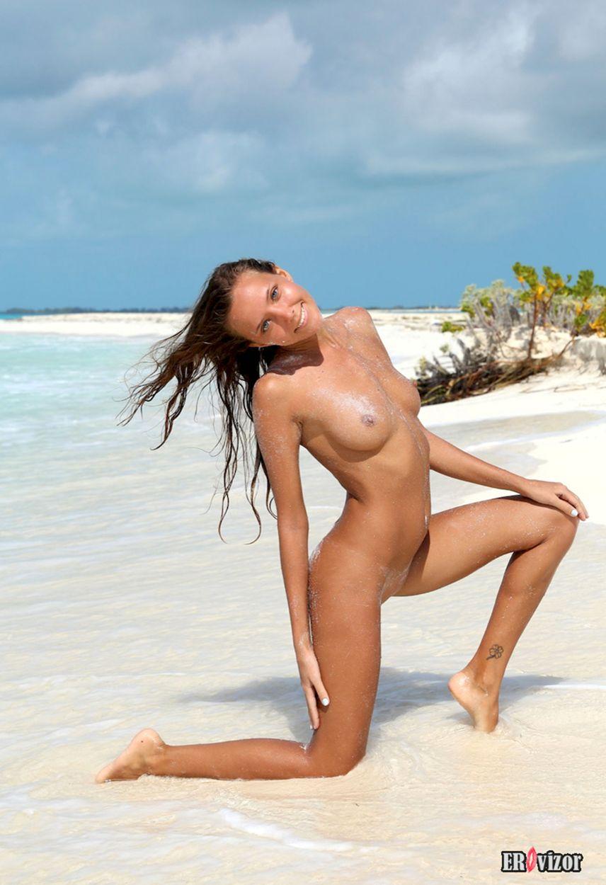 Mango-A plaj erotica golaja krasavica (4)