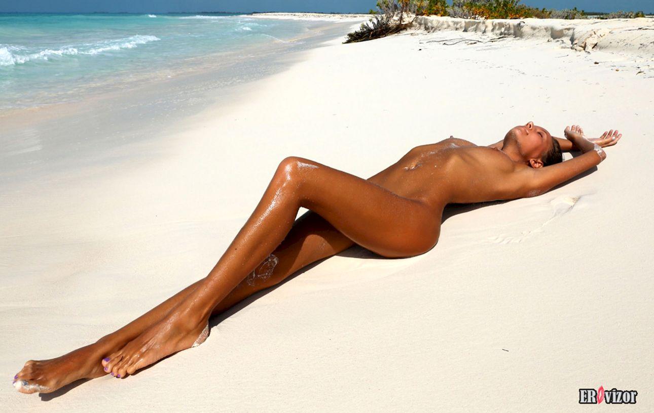 Mango-A plaj erotica golaja krasavica (9)
