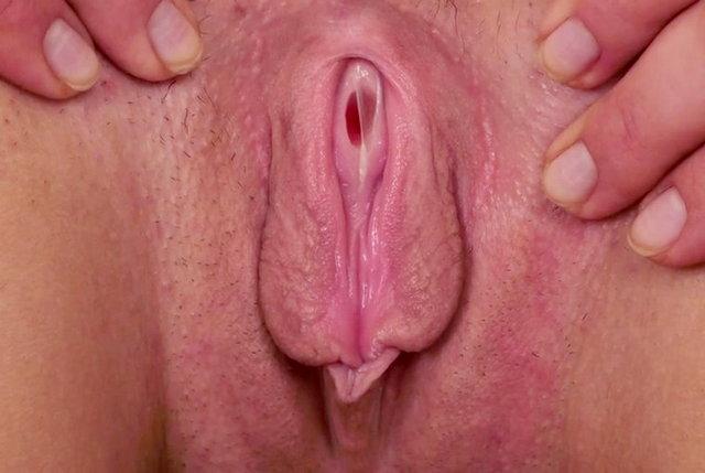 няшка теребит вагину
