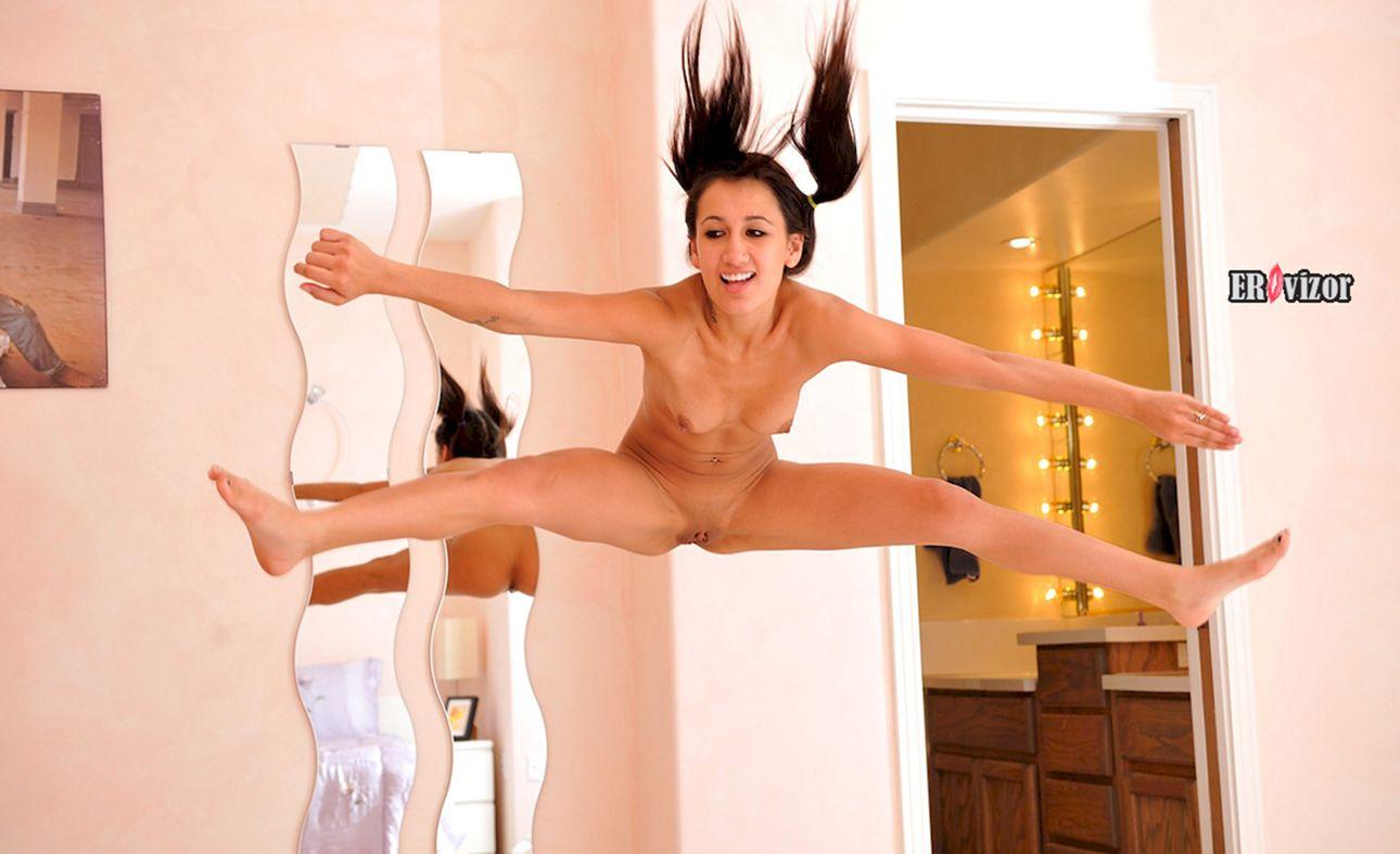голая девка прыгнула аж волосы назад