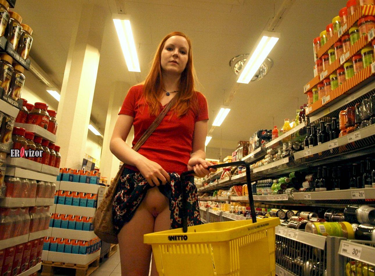 без трусиков в супермаркете