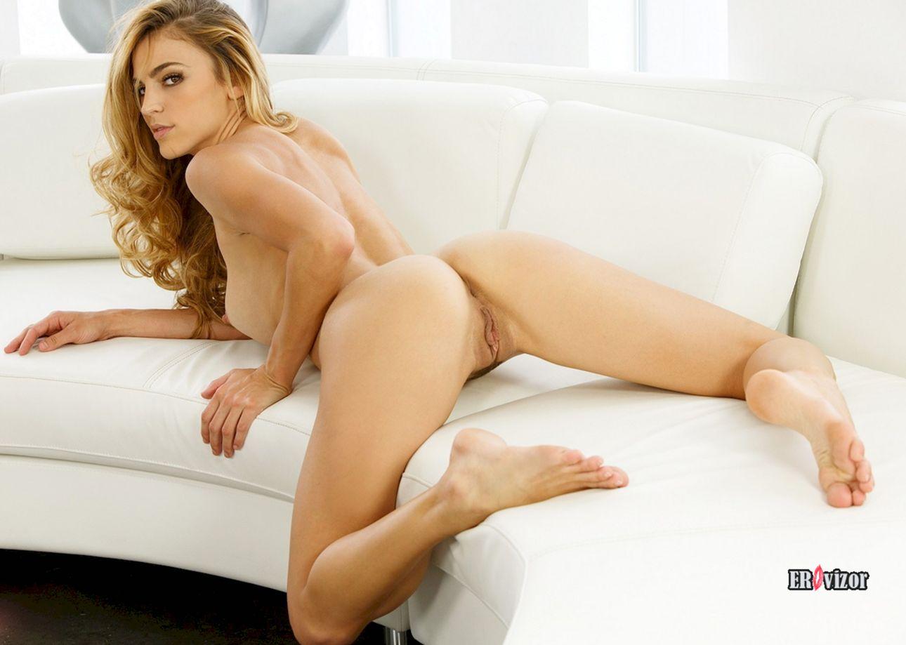 эротическое фото голой девушки с красивой писькой