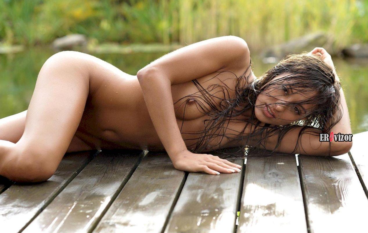 Большая писька влажной голой девушки