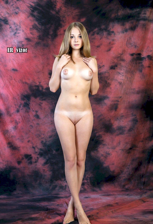 голая эро модель