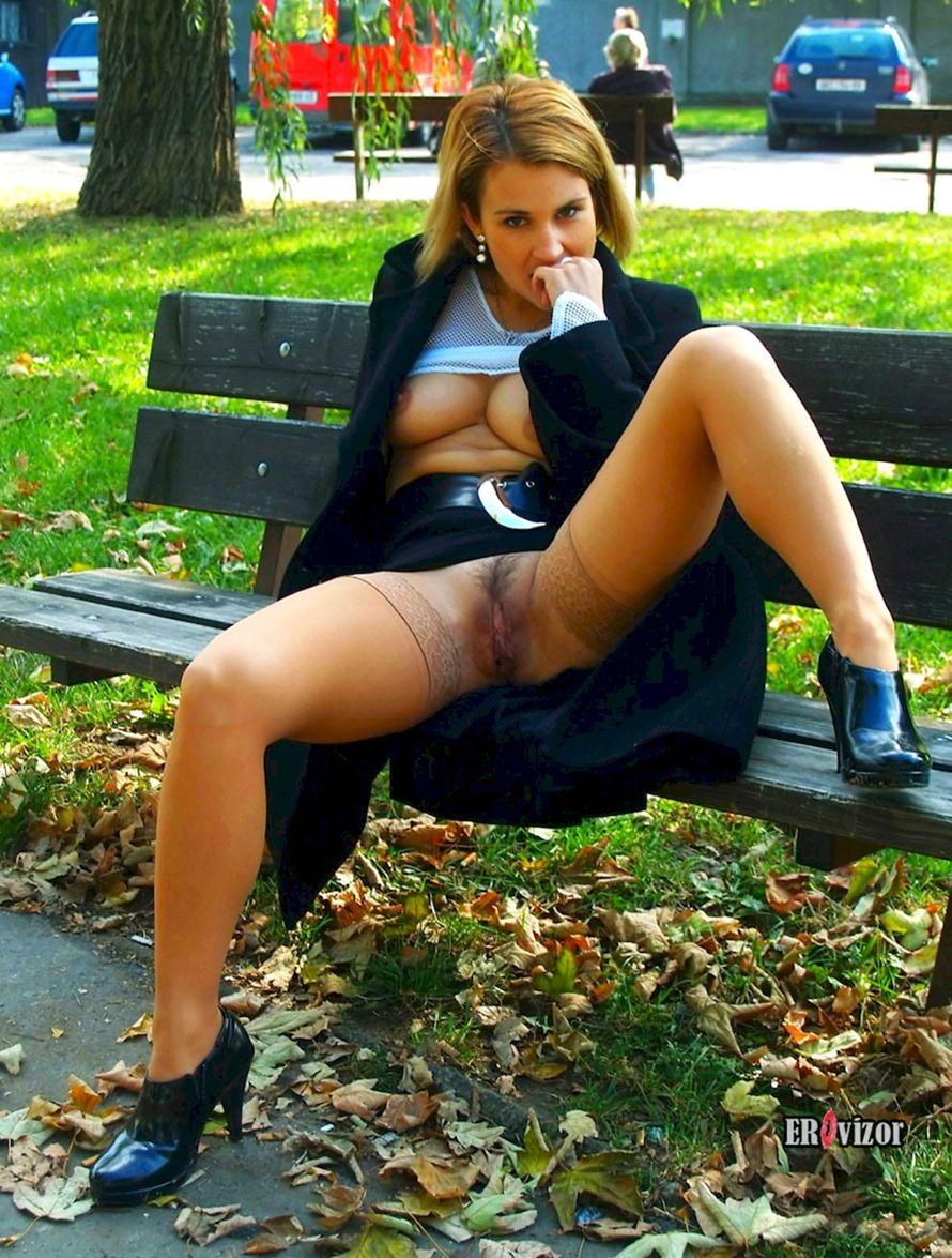 Женские письки под юбкой
