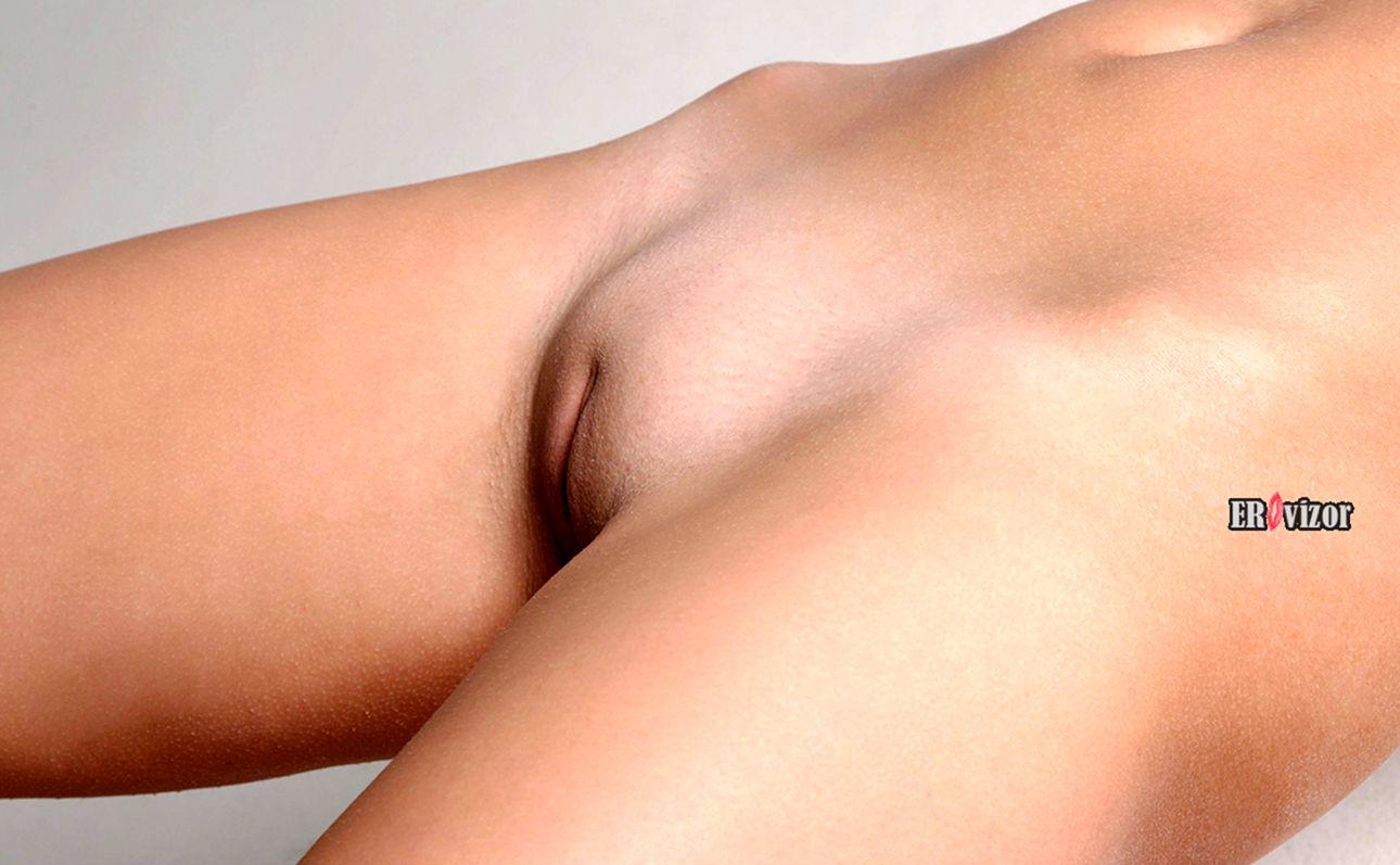 голый лобок девушки