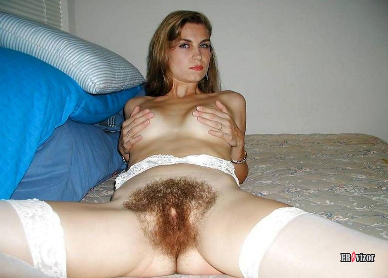 много волос в промежности девушки